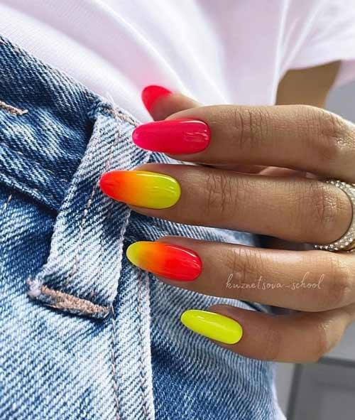 Летний градиент на ногтях