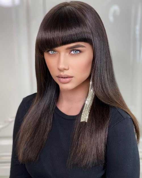 Модные челки в стрижках на прямые волосы