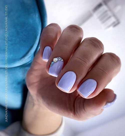 Весенние ногти со стразами