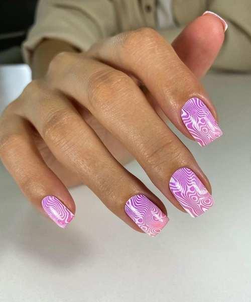 Светло-фиолетовый маникюр