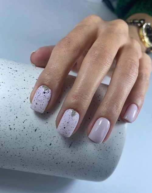 Блестки с сиреневым весенним цветом ногтей