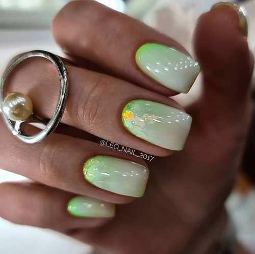 Короткие ногти с весенним дизайном