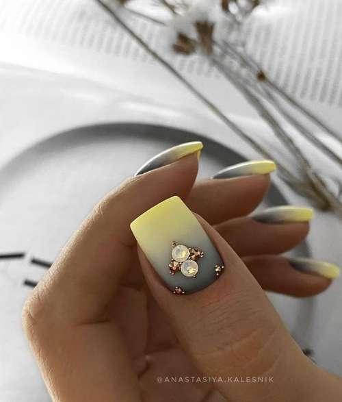 Серо-желтый градиент на ногтях