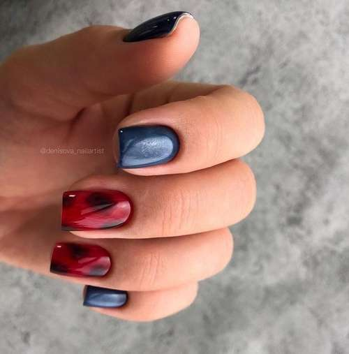 Двухцветный красно-синий маникюр