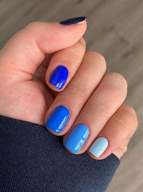 Голубой + синий однотонный маникюр