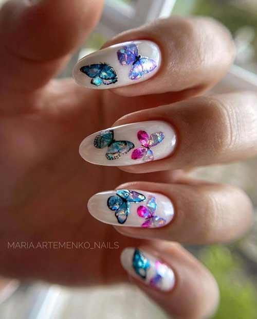 Маникюр с цветными бабочками