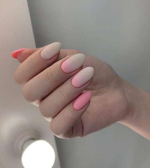 Розово-бежевый матовый маникюр