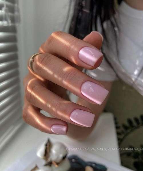 Светло-розовый маникюр