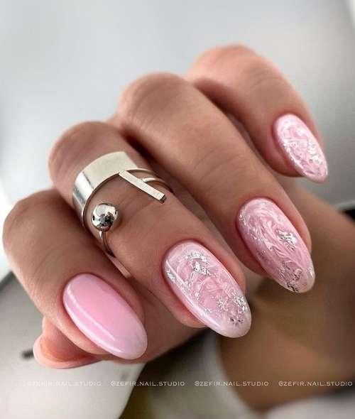 Нежный маникюр в розовых тонах