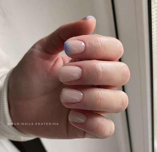 Голубой френч на одном ногте