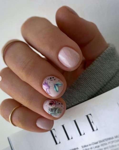 Разноцветные бабочки на ногтях