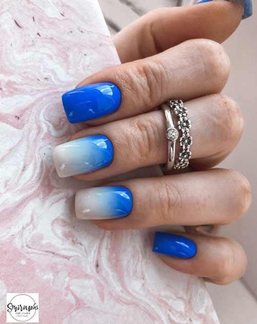 Молочный с синим градиент на ногтях