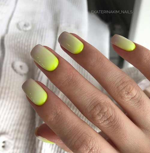 Яркий молочный градиент на ногтях