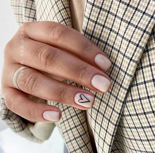 Молочные ногти с сердечком