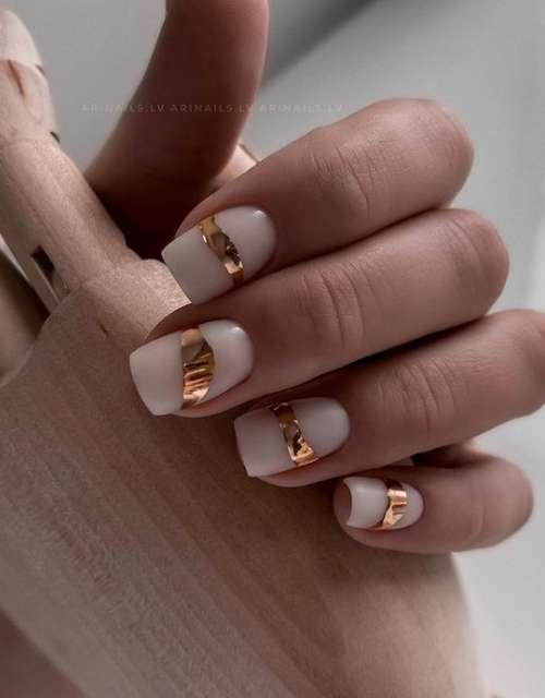 Дизайн молочных ногтей с фольгой