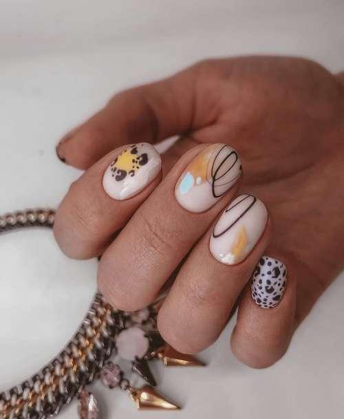 Молочные ногти с дизайном