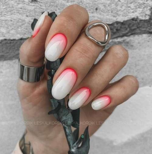Молочно-красный градиент ногти