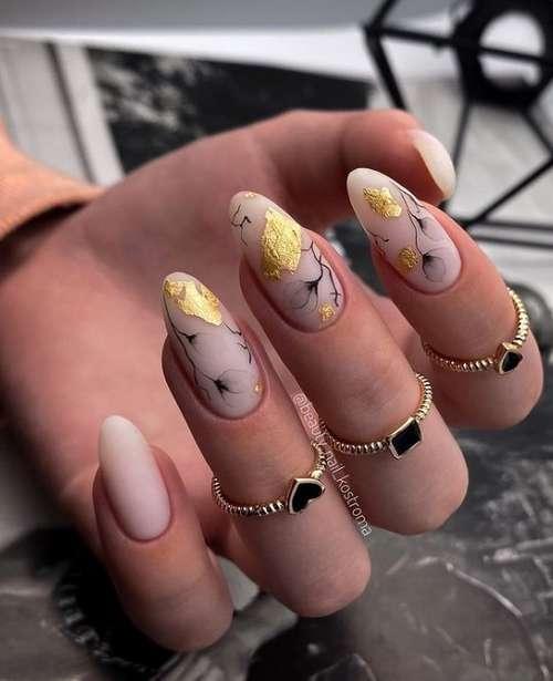 Бежевый маникюр 2021-2022: новинки дизайна ногтей