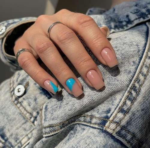 Акценты бирюзовым лаком ногти