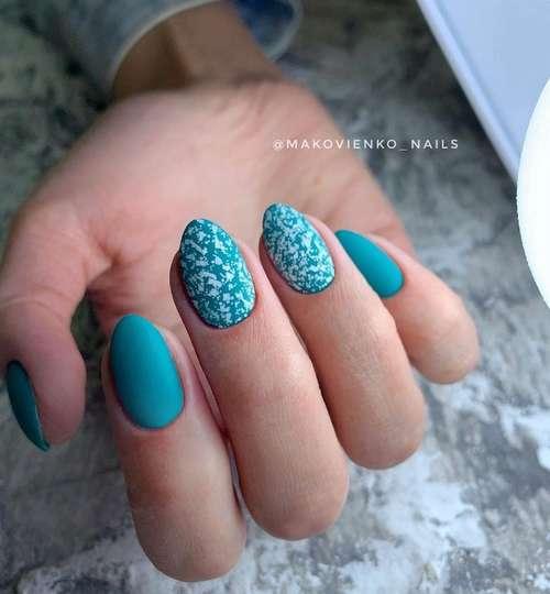 Белые крапинки на бирюзовых ногтях