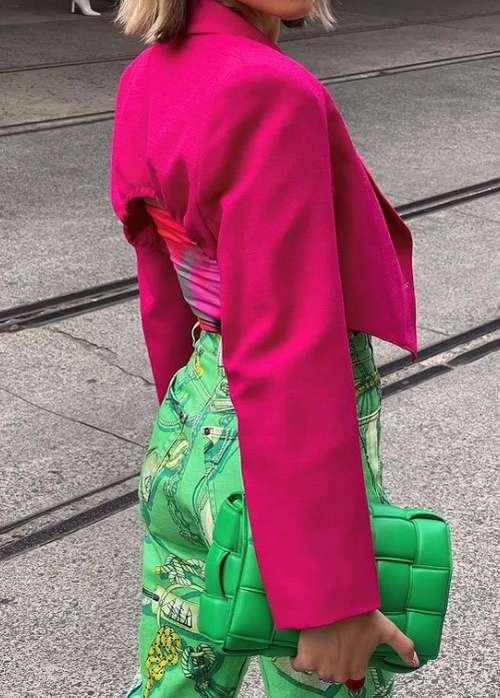 Джинсы с зеленым принтом