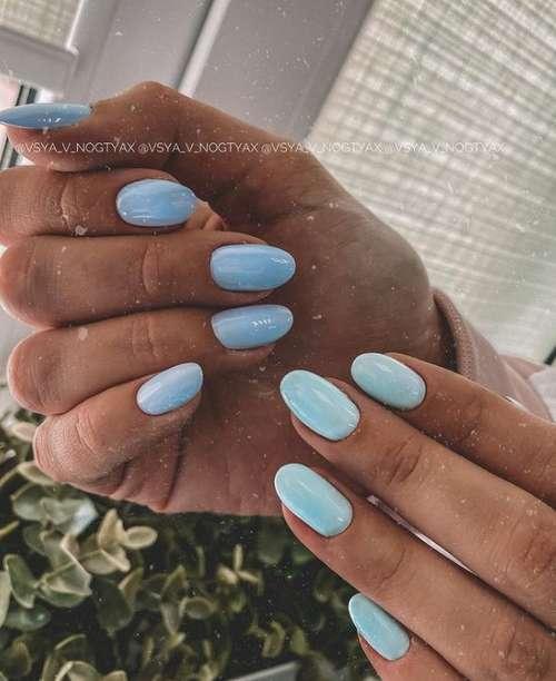 Два оттенка море на ногтях