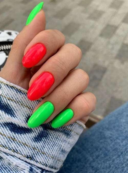 Яркий зелено-красный маникюр