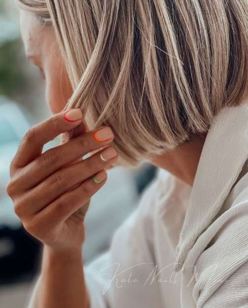 Яркие короткие ногти