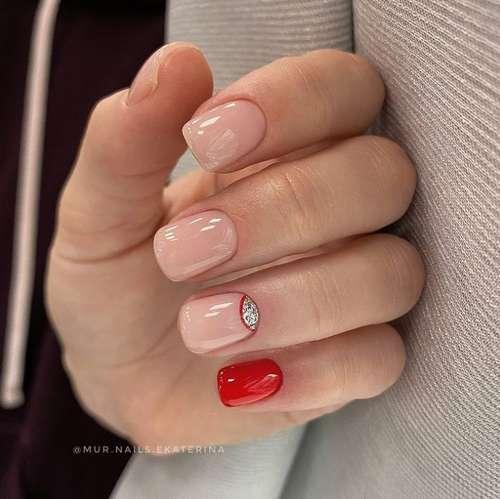 Красный с блестящей лункой