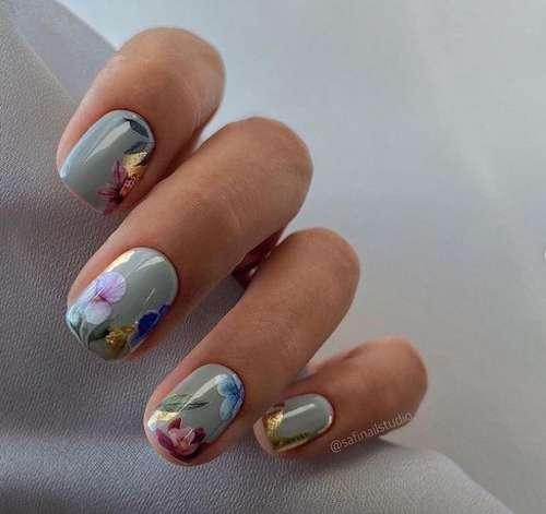 Листочки и цветочки на ногтях
