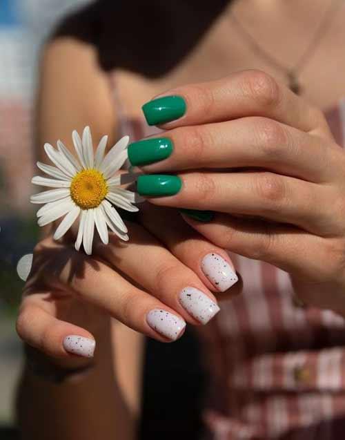 Зеленый разные руки