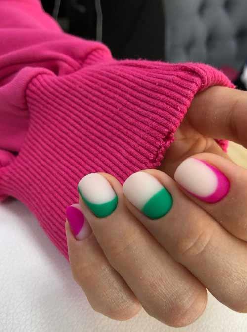 Двухцветный маникюр в зеленых тонах