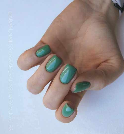 Темно-зеленый короткий маникюр