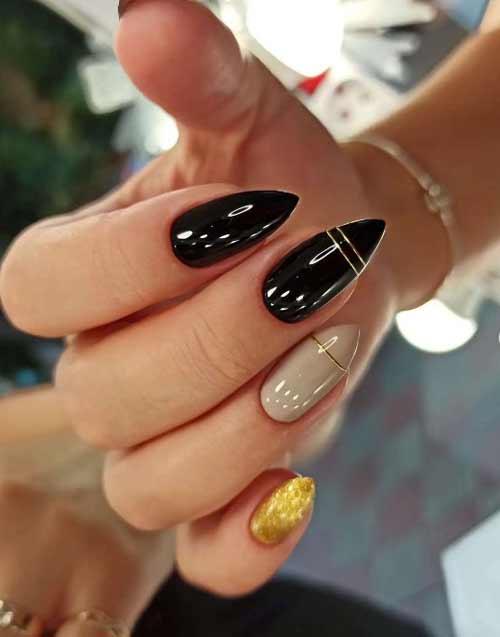 Длинные черно-золотые ногти