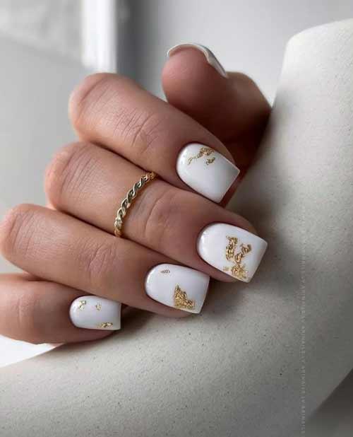 Белые ногти квадрат фольга