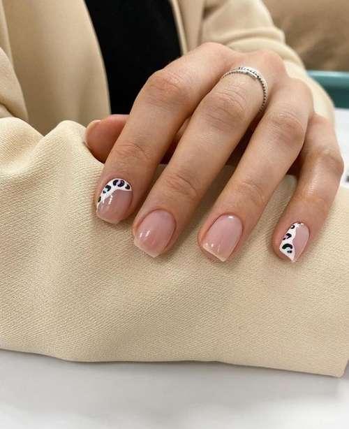 Животный принт на прозрачных ногтях