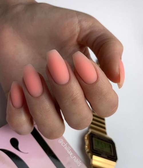 Цветные базы на ногтях