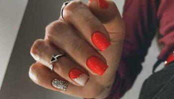 Красные ногти с фольгой фото