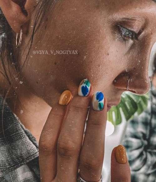 Мазки на коротких ногтях