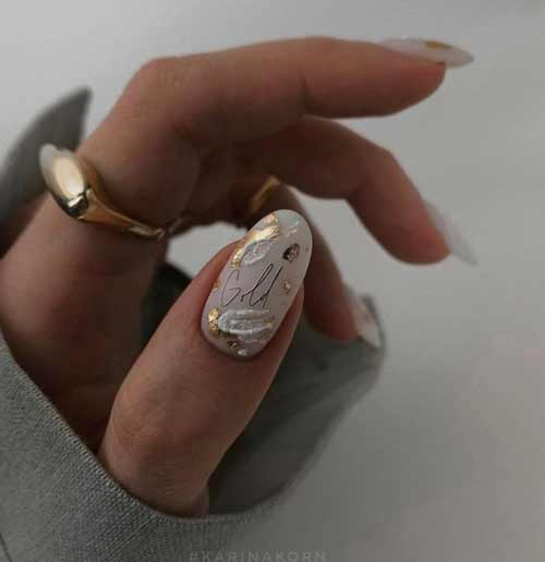 Белые мазки на длинных ногтях