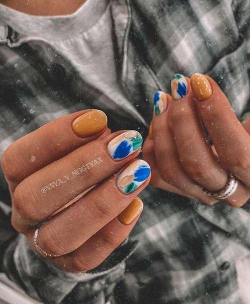 Осенний маникюр мазки на ногтях