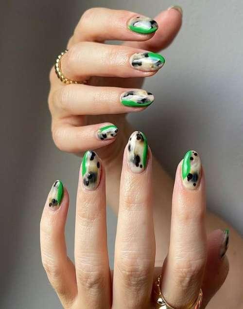 "Дизайн ""мазки на ногтях"": красивые идеи маникюра, новинки"