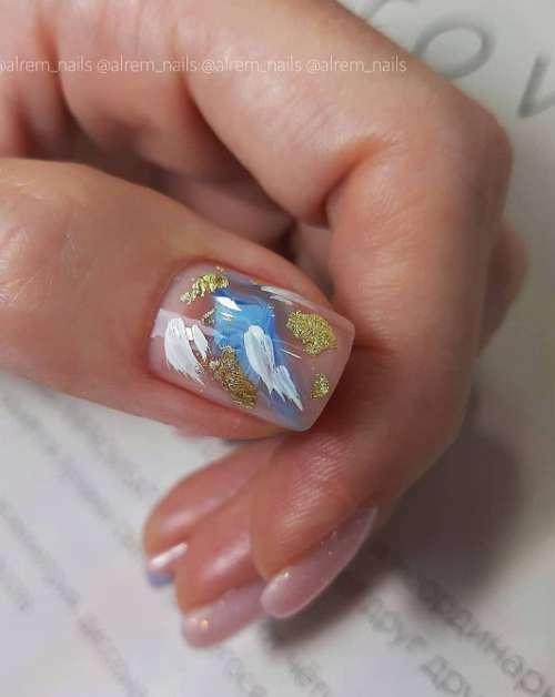 мазки краской ногти