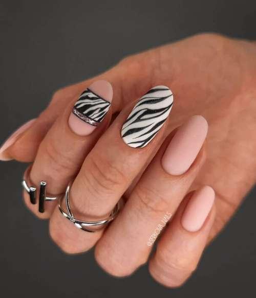 Матовый маникюр зебра