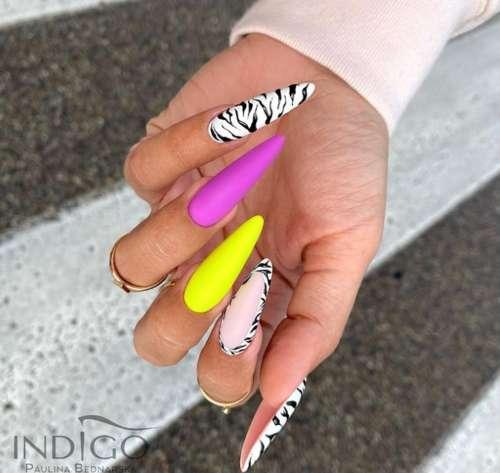 Длинные разноцветные ногти с зеброй