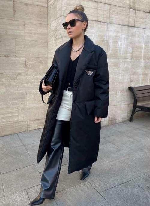 Черный пуховик в стиле пальто
