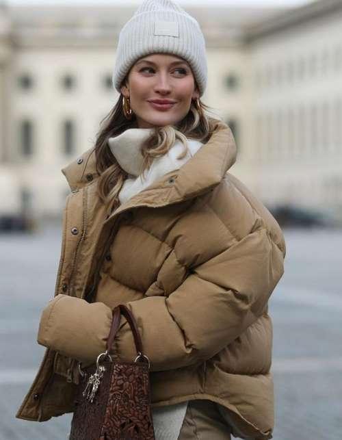 Пуховики оверсайз: тренды 2022, фото с чем носить