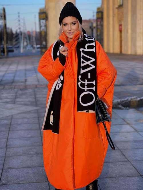 Оранжевый женский пуховик зима